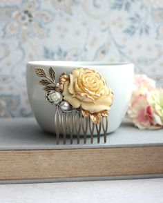 Wedding Hair Accessory. Bridal Comb. Shabby Antiqued Ivory Gold Rose Hair Comb. Cream Rose Gold, Leaf, Pearl Hair Comb. Bridesmaid Gift