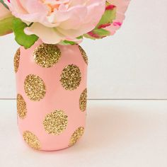 Soft pink mason jar adorned with gold glitter will add glitz and glamour to your event! This is a plain glass QUART size mason jar painted a
