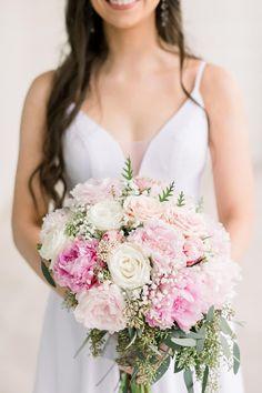 OUR WEDDING DETAILS Bride Flowers, Bride Bouquets, Wedding Happy, Our Wedding, Green Wedding, Floral Wedding, Bridesmaid Getting Ready, Bride Photography, Pink Peonies