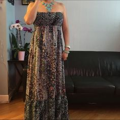 "Forever 21 Maxi Dress Beautiful Strapless Maxi dress floral.In excellent used condition.Measurements:Approx.""48"" Length. Forever 21 Dresses Maxi"