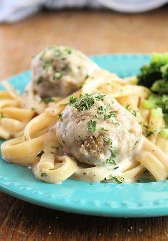Fettuccine Recipes, Fettuccine Noodles, Fettuccine Alfredo, Alfredo Recipe, Alfredo Sauce, Cheese Stuffed Meatballs, How To Cook Meatballs, Instant Pot Dinner Recipes, Crock Pot Slow Cooker