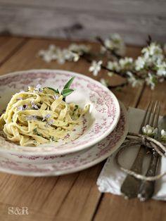 Benvenuta primavera! Tagliatelle limone e salvia: www.salviarosmarino.com Welcome spring! Tagliatelle lemon and sage: www.salviarosmarino.com