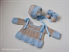 Hoy toca un conjunto de primera puesta para bebé, una labor de horas y horas de sofá y agujas. Ya abandonamos la lana y pasamos a los perlés mas fresquitos para el verano, aunque co... Knitting For Kids, Crochet For Kids, Baby Knitting Patterns, Baby Patterns, Crochet Baby, Knit Crochet, Baby Pullover, Barbie, Baby Socks