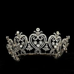 The Manchester Tiara, Cartier - one of my favorites! Love the hearts design.
