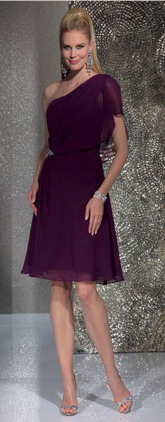 Isabel de Mestre - Evenings Abendkleider Kollektion 2016 (Art.15E251): Kurzes Abendkleid in  Lila mit schrägem Träger für Brautjungfern, Trauzeugin oder Hochzeitsgäste.
