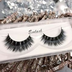 Who is excited for the holidays? ❄️️🌲 We are! Shop with @emlash_ this holiday season! ➭ emlash.com (link in bio) ➭ featuring style 'Fearless' ...... P.S. Don't forget to enter our #giveaway to win a pair of mink lashes! Check our previous post!