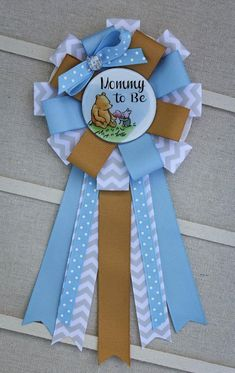 Winnie the Pooh Mommy to Be Corsage, Winnie the Pooh Shower Pin, Winnie the Pooh Baby Shower, Winnie the pooh babyshower Distintivos Baby Shower, Fotos Baby Shower, Moldes Para Baby Shower, Fiesta Baby Shower, Baby Shower Favors, Baby Shower Cakes, Baby Shower Parties, Baby Shower Gifts, Baby Showers