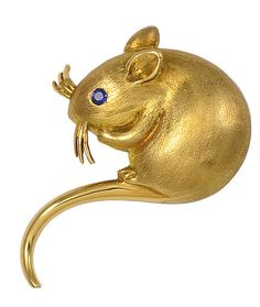 *Sapphire Gold Mouse Pin, Adorable 18K gold figural mouse pin with sapphire eye. Brushed gold body with shiny gold ears, whiskers and tail. Very endearing. USA 1950s.