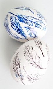 It& Easter time soon! Try one of these creative easter egg decorating ideas from HomeLovr. Easter Egg Designs, Egg Art, Easter Holidays, Egg Decorating, Deco Table, Easter Crafts, Easter Decor, Easter Ideas, Happy Easter