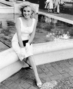 I love Sam Shaw and Marilyn.