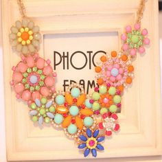 Chic Style Rhinestoned Acrylic Flower/Starfish Shape Pendant Necklace For WomenNecklaces | RoseGal.com