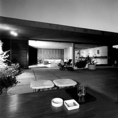 architect's own residence Modern Buildings, Interior Architecture, Mid Century Exterior, Landscape Curbing, Patio Accessories, Brick And Wood, Smart Design, Home Pictures, Dom