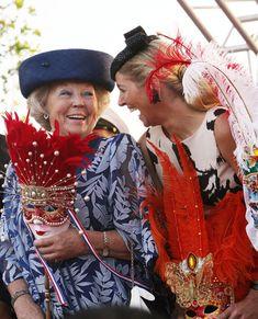 La complicidad de la reina Beatriz y la princesa Máxima en su visita oficial al Caribe - Foto 1