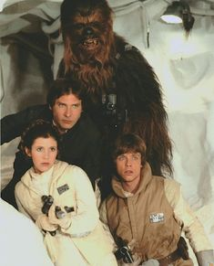 Anakin Skywalker Discover Han Solo Princess Leia Chewbacca and Luke Skywalker on Hoth in The Empire Strikes Back Star Wars Poster, Harison Ford, Star Wars Darth Vader, Leia Star Wars, Star Wars Luke Skywalker, Anakin Skywalker, Starwars, Star Wars Cast, Princesa Leia