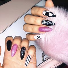 Even the nails want to be cool. In the hot summer sun, colorful nails are very eye-catching. Goth Nails, Edgy Nails, Aycrlic Nails, Grunge Nails, Stylish Nails, Nail Manicure, Swag Nails, Nail Art For Girls, Acryl Nails