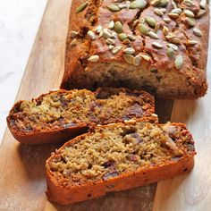 This Healthy Date Loaf is full of flavour and made for sharing. It's vegan, refined sugar free and on the table in 40 minutes. Loaf Recipes, Banana Bread Recipes, Snack Recipes, Cooking Recipes, Cake Recipes, Healthy Recipes, Healthy Banana Bread, Best Banana Bread, Healthy Cake
