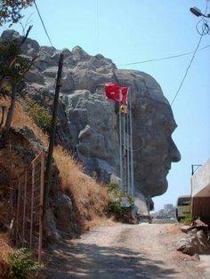 Benim ülkemde yaşıyorsanız Dilimize ve Bayrağımıza saygı Göstermek zorundasınız !