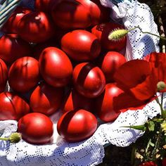 Red Eggs for Greek Easter Party Favors, Seasons In The Sun, Orthodox Easter, Greek Easter, Easter Egg Designs, About Easter, Egg Decorating, Short Hair Cuts, Happy Easter