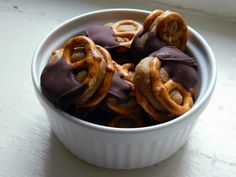 No-Bake Peanut Butter Chocolate Pretzel Bites