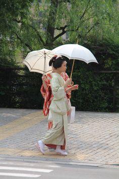 EATspeak: Random Kyoto Images end April/May/June 2012 April May, June, Kyoto, Tours, Image, Umbrellas, Geisha, Random, Japanese