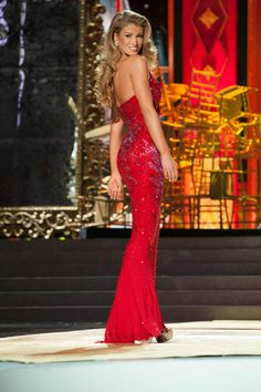 Amy Willerton – Miss Great Britain  Miss Universe 2013 pageant in Evening gown