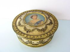 A collectable Vintage metal tin box canister Queen Elizabeth the Queen's Royal coronation 1953 Vintage Tins, Vintage Metal, Young Queen Elizabeth, Queen's Coronation, Tin Boxes, Metal Tins, Magpie, Cottage Chic, Canisters