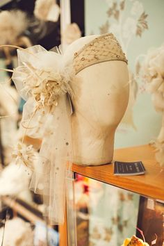 Love this 1920's flapper inspired headpiece by the one & only Edwina Ibbotson...