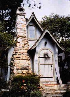 Google Image Result for http://www.fiddlersgreen.net/buildings/Story-Book-Houses/IMAGES/Story-Book-House-examples/Fantasy-Houses-Comstock.jpg