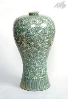 [Middle Ages-Goryeo] Cheongja Sanggam Unhangmun Maebyeong (Celadon vase with inlaid crane and cloud design)