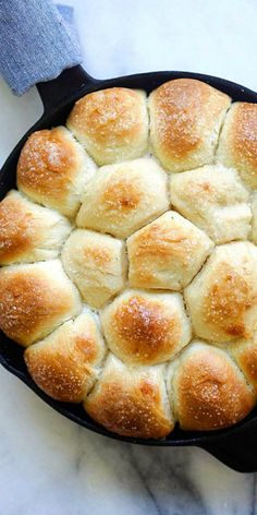 Skillet Dinner Rolls - the easiest and best homemade dinner rolls on skillet. Much better than store-bought and takes 60 mins | rasamalaysia.com