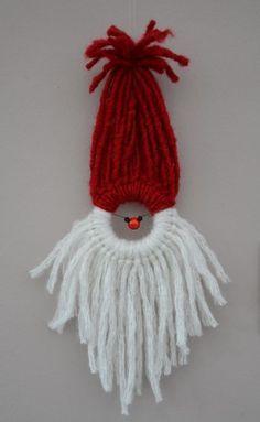 Père Noël en laine avec un rond en bois