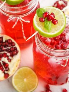A delicious White Christmas Rum Punch- make just one glass, or make a whole pitcher for a crowd. Rum, coconut milk, creme de cacao, and simple sugar. Fresco, Cranberry Juice Benefits, Agua Mineral, Simple Sugar, Pomegranate Juice, Simple Syrup, Types Of Food, White Christmas, Xmas