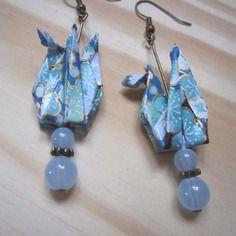 Boucles d'oreille grue en origami de papier japonais bleu