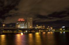 Passez une belle soirée à Montréal / Enjoy your night in Montreal - Photo Eva Blue