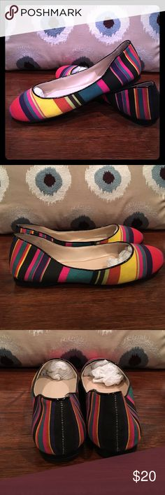 Colorful Nine West Comfy Flats Size 7 Adorable and chic Nine West flats in a size 7 in colorful colors, gently used Nine West Shoes Flats & Loafers