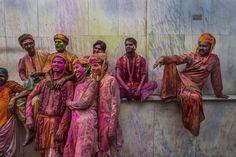 Hindu men rest during Lathmaar Holi celebrations on March 2013 in the village of Nundgaon near Mathura, India Holi Festival Of Colours, Holi Colors, Holi Celebration, Celebration Around The World, Hindu Festivals, Happy Holi, World Photography, Photojournalism, Photos Du