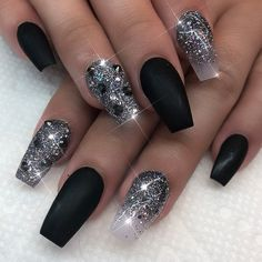 Fancy Black and Silver Glitter Wedding Nail Art Sliver Nails, Black Nails With Glitter, Black Acrylic Nails, Sparkle Nails, Silver Glitter, Glitter Wedding, Ivory Wedding, Wedding Nails, Black Nail Designs