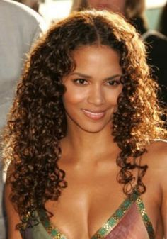 Natural Curls with Curtain Bangs and Highlights - 20 Chicest Hairstyles for Thin Curly Hair – The Right Hairstyles - The Trending Hairstyle Cheap Human Hair, 100 Human Hair, Human Hair Wigs, Thin Curly Hair, Curly Hair Styles, Natural Hair Styles, Curly Perm, Curly Wigs, Actrices Sexy