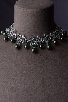 ネックレス/WGK18製・黒蝶真珠・ダイアモンド・アレキサンドライト