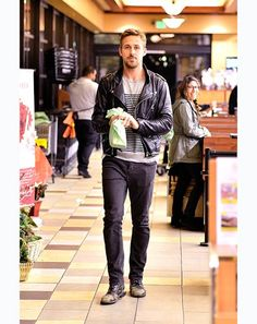 unf. Ryan Gosling. i'm lovin the facial hair on him
