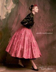 Korsetti, 1920-luvun poikatytöt, 1930-luvun glamour, art deco, Coco Chanel, Diorin new look, 1960-luvun Lontoo, psykedelia, 1970-luvun punk ja disco, 1980-luvun power dressing. Upeasti kuvitettu Vintage fashion esittelee kronologisesti 1900-luvun muodin vuosikymmenet: ikoneiksi nousseet suunnittelijat, tärkeimmät tyylit ja tyylikaudet sekä innovatiiviset valmistustekniikat. Kirja peilaa myös muodin merkitystä naisten elämässä eri vuosikymmenillä...