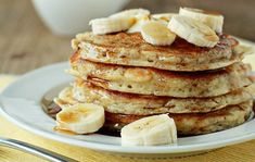 Here you can get huge collection of recipes for delicious healthy pancakes. Best method for yummy healthy pancake recipe - Oatmeal pancakes recipes. Plats Weight Watchers, Weight Watchers Meal Plans, Weight Watchers Diet, Ww Recipes, Cooking Recipes, Recipies, Flourless Banana Pancakes, Pancake Kitchen, Gluten Free Sweets
