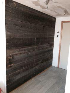 Barnwood met ingewerkte deur