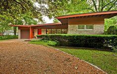 1950s Vladimir Novak-designed midcentury modern property in East Glenview, Illinois, USA