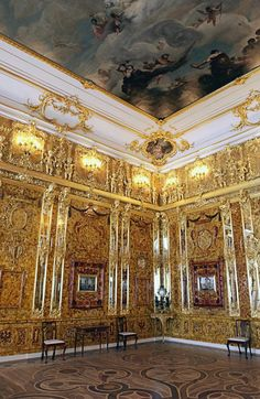 Regal Amber Room Marks Decade of New Life. For more great photos, visit the Sputnik International website Ivory Elephant, In Soviet Russia, Amber Room, Peter The Great, Imperial Russia, Wonders Of The World, Places To See, Castle Interiors, Architecture