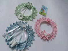 crochet baby garland Crochet Dolls, Crochet Baby, Crochet Wreath, Little Things, Crochet Earrings, Projects To Try, Diy Crafts, Buntings, Wreaths