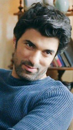 Auchhhh que tierno❤ Turkish Men, Turkish Actors, Beautiful People, Most Beautiful, Actrices Hollywood, Robert Downey Jr, Best Actor, Actors & Actresses, Writer
