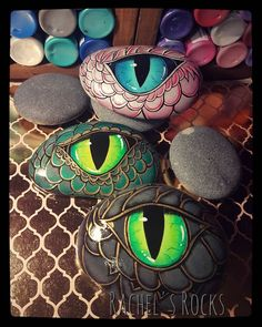 fairy door painted on rocks - Art Garden Ideas - kitapci Rock Painting Patterns, Rock Painting Ideas Easy, Rock Painting Designs, Pebble Painting, Pebble Art, Stone Painting, Rock Art Painting, Stone Crafts, Rock Crafts