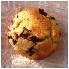 De här muffinsen har jag gjort helt utan tillsatt socker och med ingredienser som går att få tag i överallt.Jag låter bananerna och blåbären själva stå för sötningen. Vill man ha det lite sötare k...
