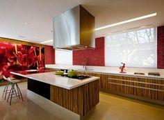 Cozinha com Revestimento Vermelho e Branco
